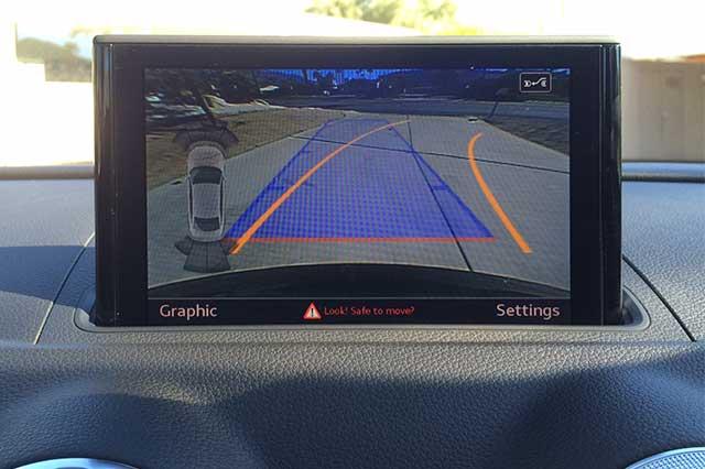 Audi MMI mostrando la cámara de aparcamiento trasera