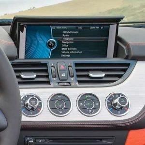 BMW Z4 con sistema CIC y pantalla